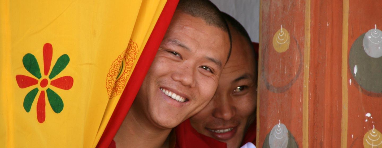 טימפו / בוטאן - נזירים בודהיסטים בפסטיבל בבוטאן