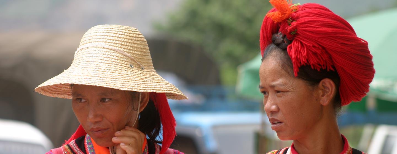 יונאן / סין - נשים בשוק שבטי