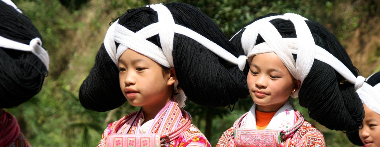ג'וויג'ואו / סין - בנות שבט בלבוש מסורתי