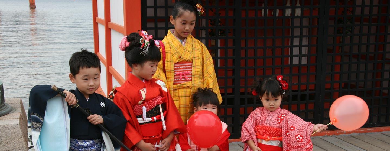 יפן - ילדות בפסטיבל 3,5,7 באי מיאג'ימה
