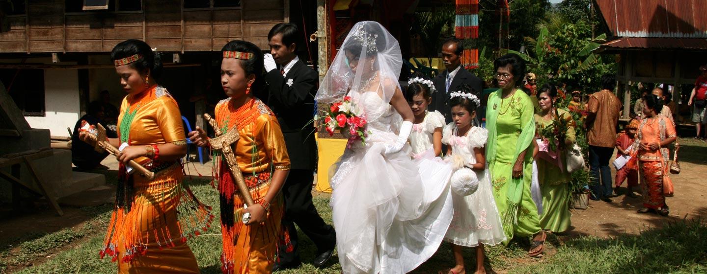 חתונה נוצרית ומסרותית בטאנה טורג'ה - האי סולאווסי, אינדונזיה