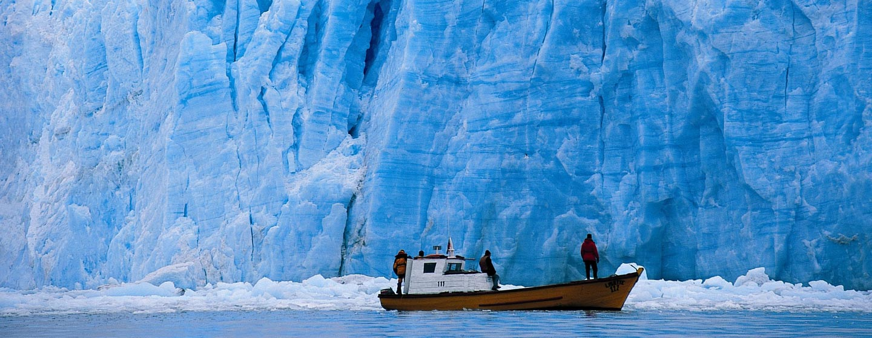 קרטרה אוסטרל / צ'ילה - ספינה ליד קרחון