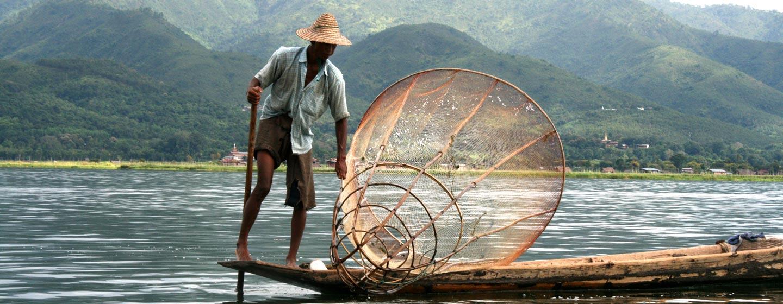 בורמה \ מיאנמר - דייג באגם אינלה