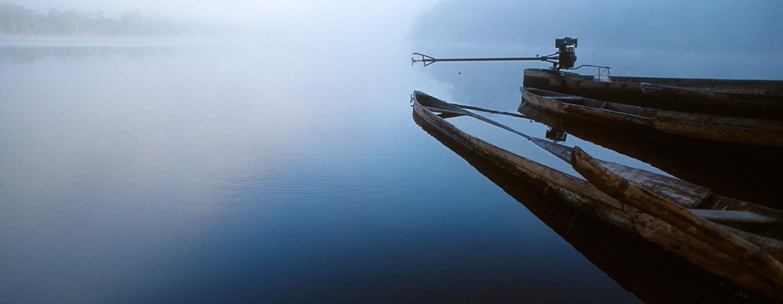 נהר אמזונס / פרו - סירות קאנו ישנות