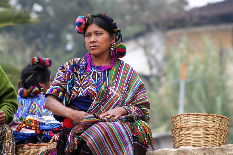אשה בשוק כפרי, הרי קוצ'ומטאנס, גואטמלה