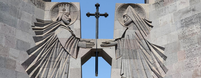 הכניסה הראשית בכנסיית אצ'מיאדזין, ירוואן, ארמניה