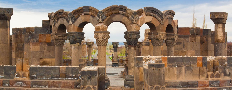 שרידי אבן, כנסיית אצ'מיאדזין בירוואן, ארמניה