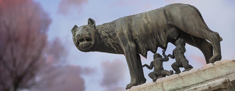 פסל הזאבה המיניקה את רומוס ורומולוס