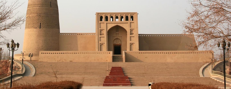 אמין מינאר בטורפאן. מבנה קבר המשמר סגנון ארכיקטוני אפגאני קדום