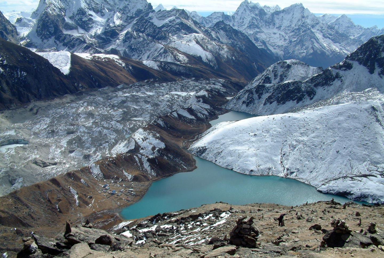 קרחונים גולשים ואגמים כלואים, באיזור הר אוורסט, נפאל