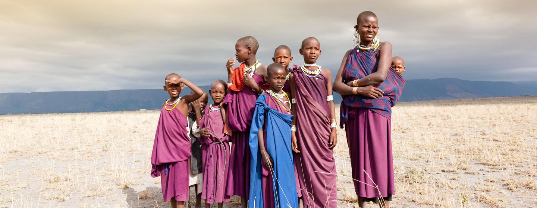 אישה וילדים מבני שבט המסאי, טנזניה