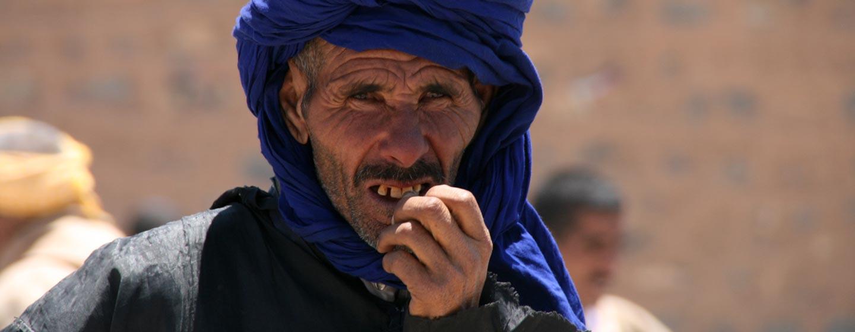 גבר ברברי בשוק בהרי האטלס הגבוה במרוקו