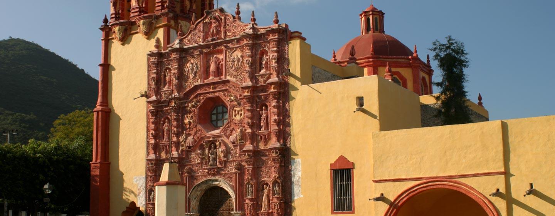 חזית בארוקית של כנסיה בצפון מקסיקו
