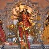 האלה דורגה נזרקת לנהר הגאנגס. חגיגות הסיום של פסטיבל דאסרה לפי אמונת השיוואיסטים בהודו | צילום: ניסו קדם
