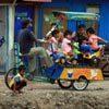 בצ'אק (תלת אופן) שהוא גם קרוסלה באי ג'אווה, אינדונזיה