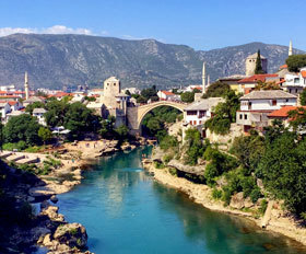 9 ימים אל נופים פראיים, כפרים עתיקים וערים רב-תרבותיות