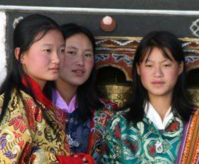 15 ימי טיול לנופים ותרבויות בהימלאיה בעת פסטיבל פונאקה