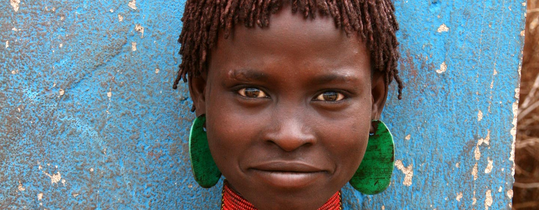 נהר אומו / אתיופיה - אשה משבט האמר