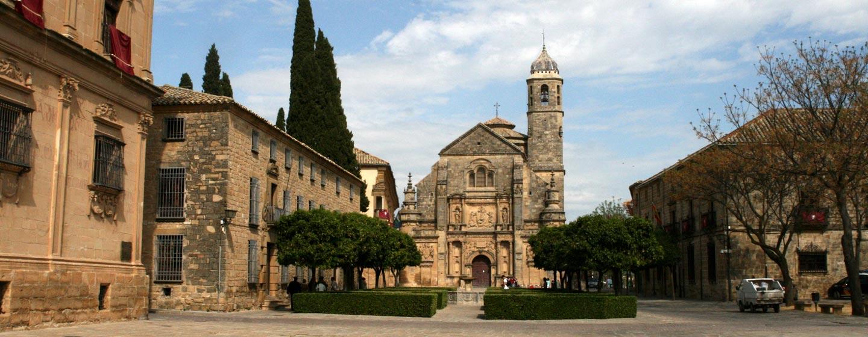 אנדלוסיה / ספרד - כיכרות וכנסיות בעיירה ימי-ביניימית