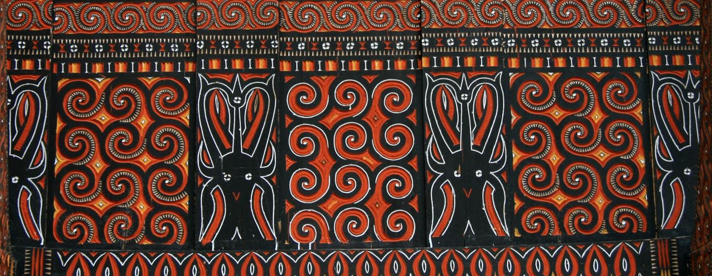 סולאווסי / אינדונזיה - קישוטים מסורתיים על אסם תבואה בטוראג'ה