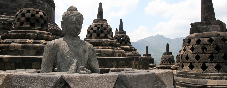 הסטופה הגדולה של בורובודור - האי ג'אווה | אינדונזיה