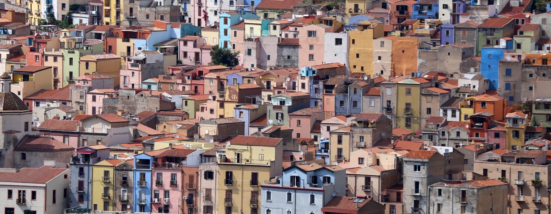 בוסה / סרדיניה - שכונות מעל הנהר