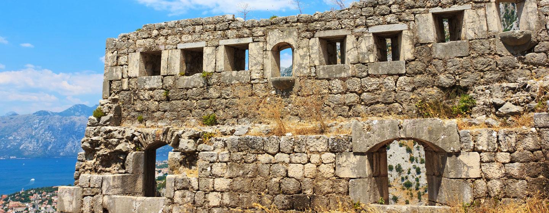 שרידים של מבצר במחוז קוטור, מונטנגרו