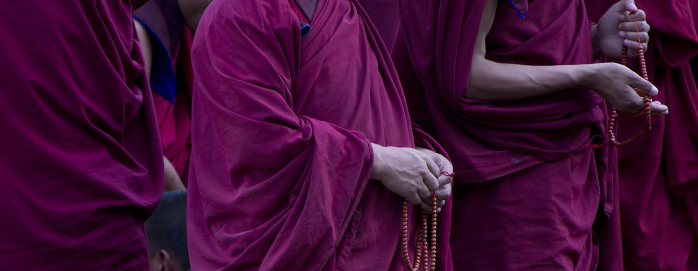 נזירים בודהיסטים הם חלק ממרקם הדתות במערב סין