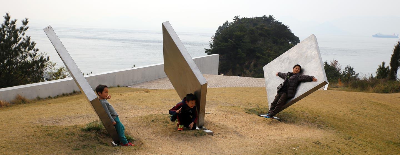 יפן - פסל סביבתי באי נאושימה