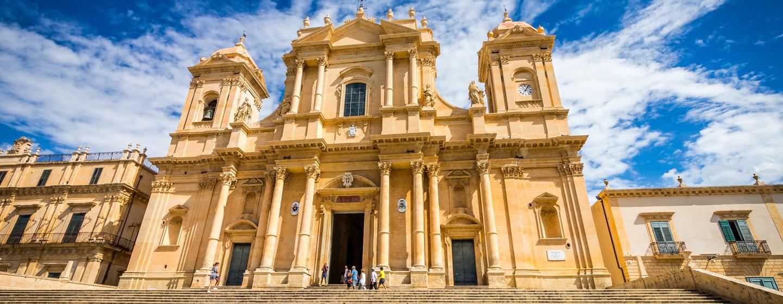 הקתדרלה בעיירה נוטו, סיציליה