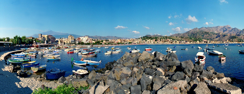 העיירה טאורמינה, סיציליה