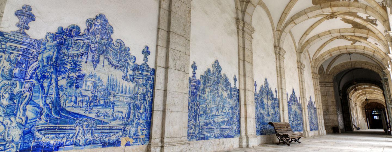 אריחים מצוירים בליסבון בירת פורטוגל