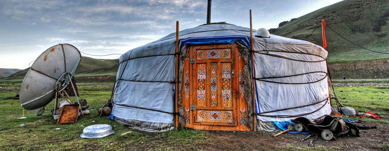 גר, האוהל המשמש את הנוודים המונגולים בנדודיהם בערבות האינסופיות של מונגוליה