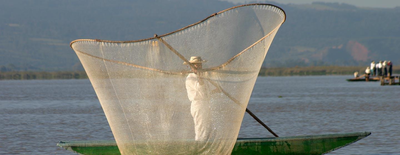 דייג באגם פטצ'קוארו במדינת מורליה