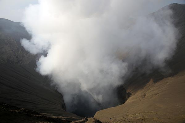הלוע של הר ברומו, תחילת אוגוסט 2016 | צילום: ניסו קדם