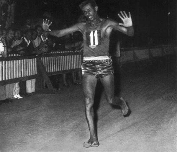 אבבה ביקילה, האצן האתיופי שרץ מרתון יחף וזכה בזהב האולימפי