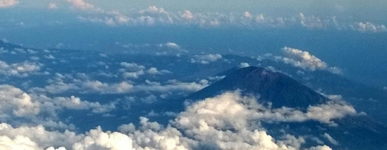 הר הגעש אגונג, צפון מזרח באלי. מבט מן האוויר. צילום: ניסו קדם