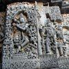 האל קרישנה חקוק על קירותיו של מקדש האלביד, קרנאטקה, הודו