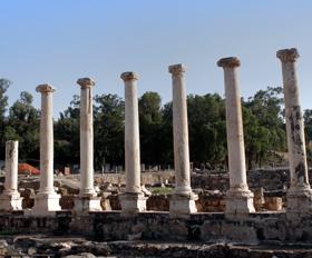 בין שרידים מצריים לרחובותיה של סקיתופוליס
