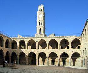 באתריה המרשימים של פנינת הים התיכון